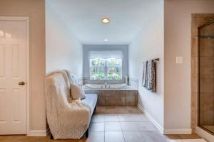 13912A Manor Road Phoenix MD-large-029-27-2nd Floor Master Bathroom-1500x1000-72dpi
