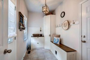 13912A Manor Road Phoenix MD-large-040-21-Mudroom-1500x1000-72dpi
