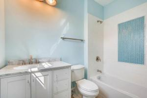 120A Midhurst Road Baltimore-large-033-17-2nd Floor Bathroom-1500x1000-72dpi